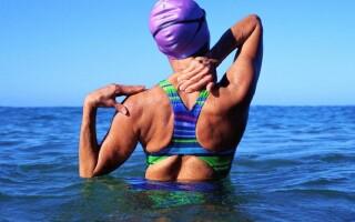 Почему плавание полезно для позвоночника
