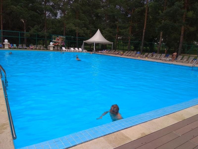 летний басейн Almaty resort