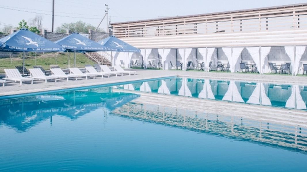 бассейны в Bora Club SPA Resort & Pool Park